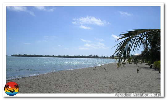 Beautiful sandy beach in Placencia, Belize by Alan Stamm